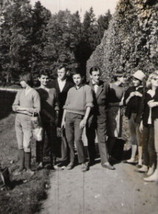 Z uczniami Państwowego Liceum Sztuk Plastycznych im. W. Gersona w Łazienkach (lata 60-te)