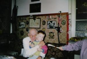 Ostatnie wzdjęcie z wnuczkiem Maciejem (Wielkanoc 1999)