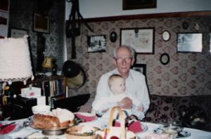 Z wnuczkiem Maciejem (Wielkanoc 1994)